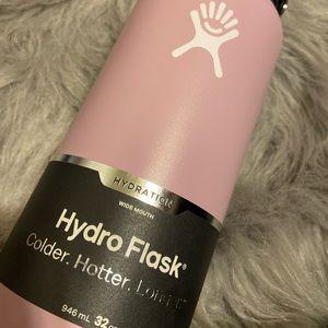 Lilac hydro flask 32oz NWT